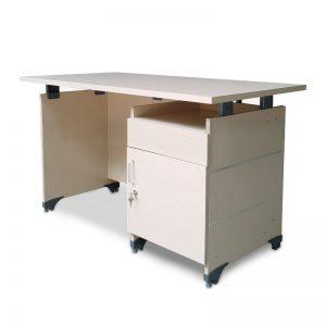 Bàn làm việc giá rẻ fami có hộc được làm bằng chất liệu gỗ công nghiệp cao cấp.  Chất liệu bàn làm việc giá rẻ fami có hộc gỗ công nghiệp  Kích thước:Dài1200 – Rộng 600- Cao 750(mm)