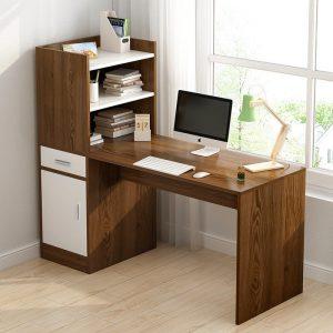 Bàn làm việc giá sách ngăn kéo tủ dễ bài trí trong phòng làm việc. Với thiết kế có kệ nhỏ đi kèm giúp bạn dễ dàng để sách vở, đồ dùng nhỏ rất tiện dụng. Cùng chiêm ngưỡng thiết kế hiện đại của mẫubàn làm việc kết hợp giá sáchnày nhé!
